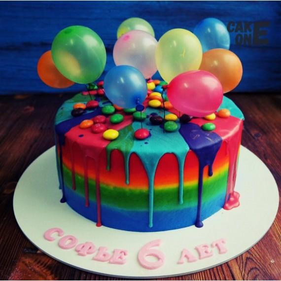 Торт-радуга с воздушными шарами