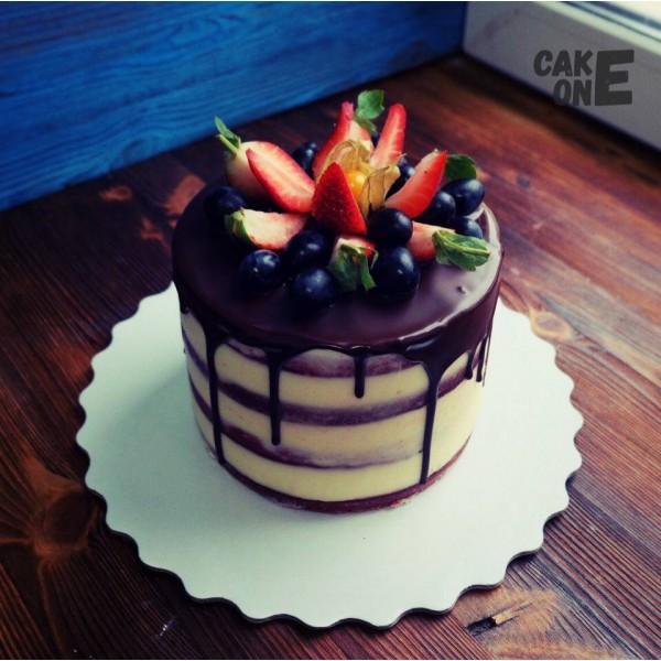 Высокий бисквитный торт