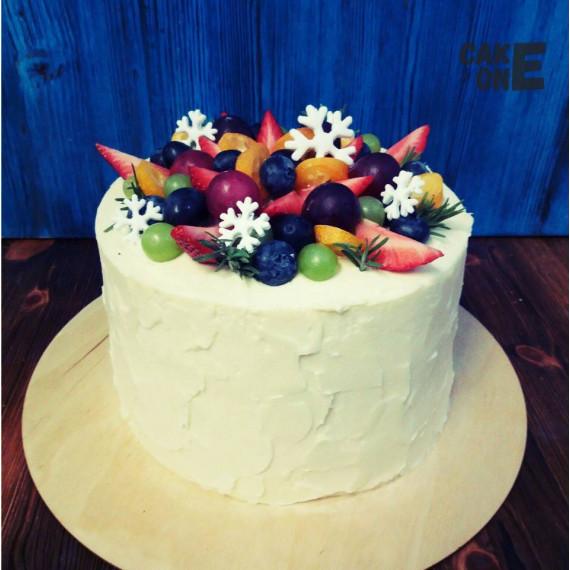 Белый торт со снежинками