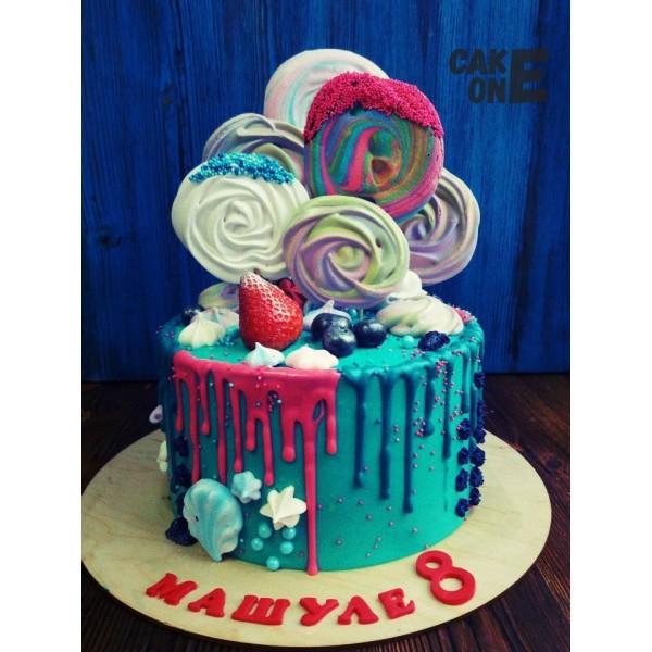Голубой торт с большим зефиром