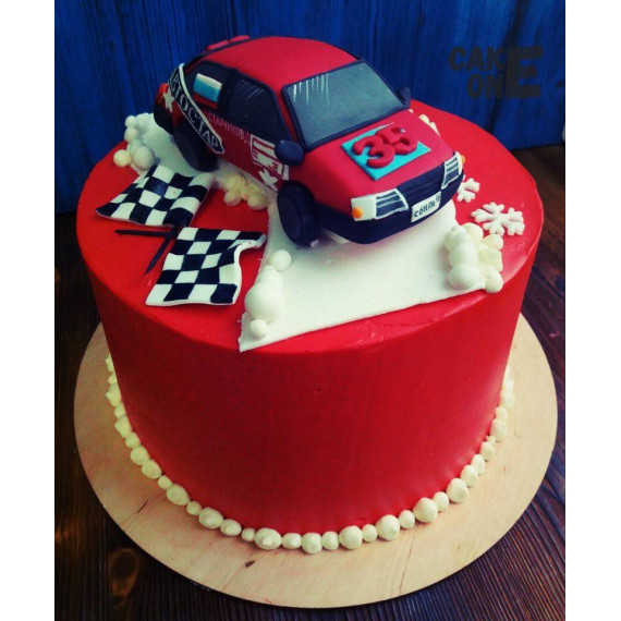 Торт с гоночной машиной и флагами