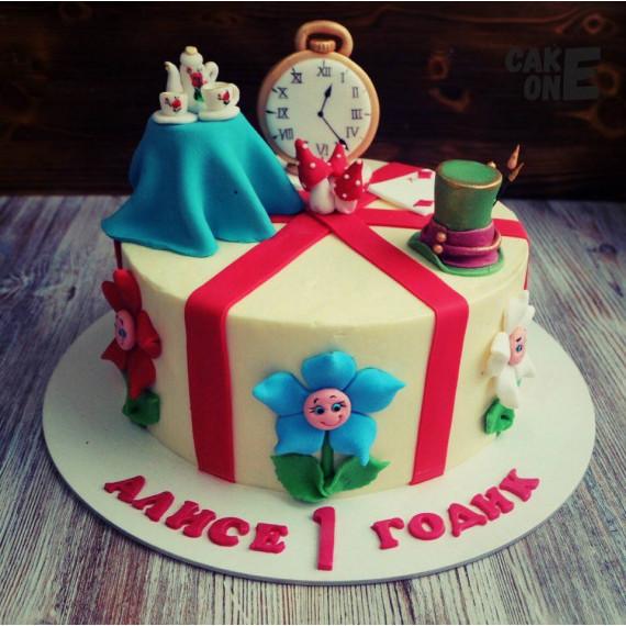 """Торт с элементами """"Алиса в стране чудес"""""""
