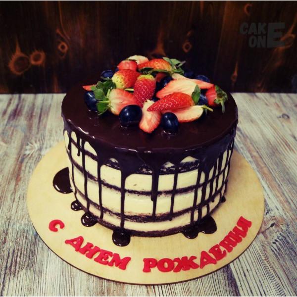 Бисквитный торт с шоколадной глазурью