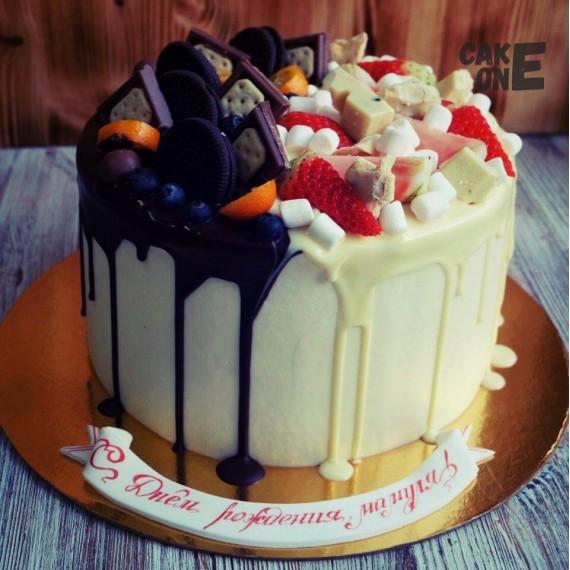 Торт для мамы с двухцветной глазурью