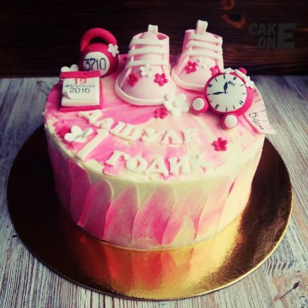 Торт-метрика с розовыми пинетками