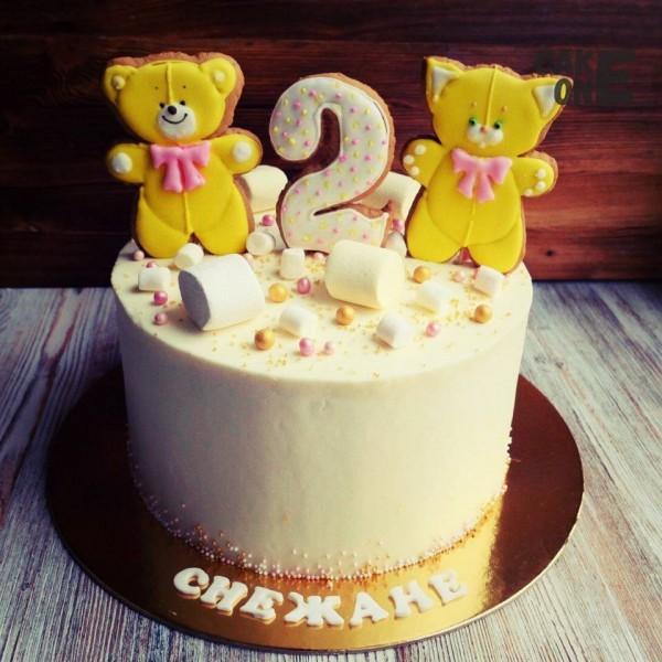 Торт с медведем и кошкой на пряниках