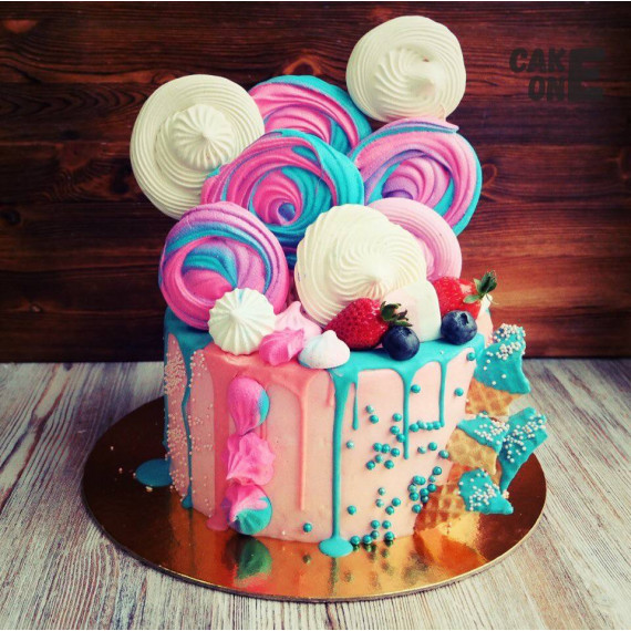 Розовый торт с цветным зефиром