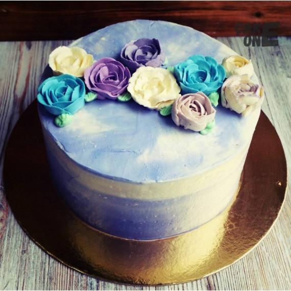Голубой торт с цветами
