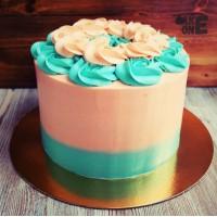 Двухцветный торт с цветочным венком