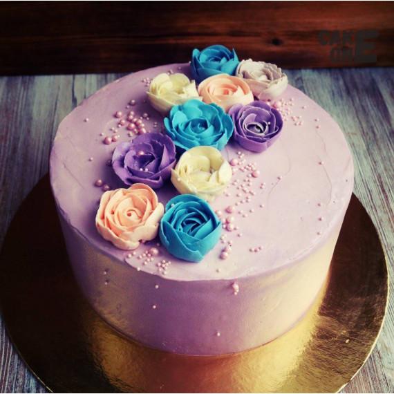 Сиреневый торт с цветами