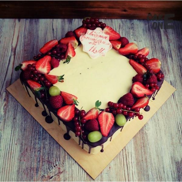 Торт для учителя с ягодой