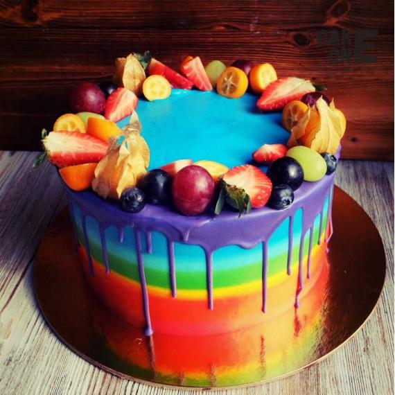 Торт-радуга с ягодой