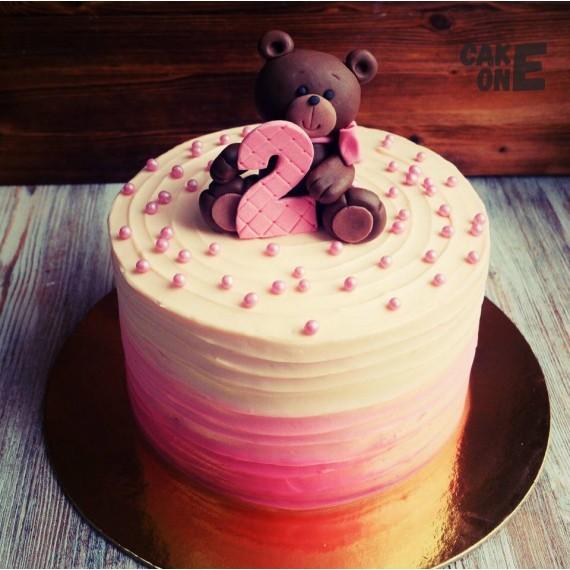 Градиентный торт с медведем на 2 года