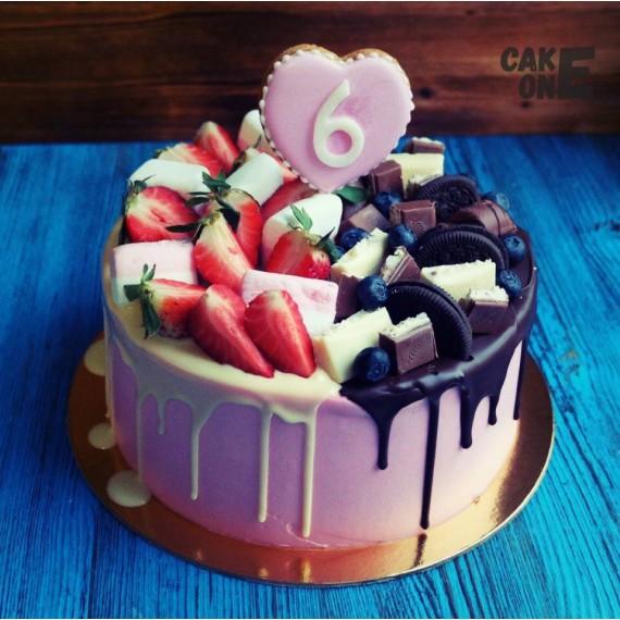Сиреневый торт на 6 лет с пряничным сердцем