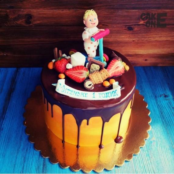 Торт с малышом на самокате