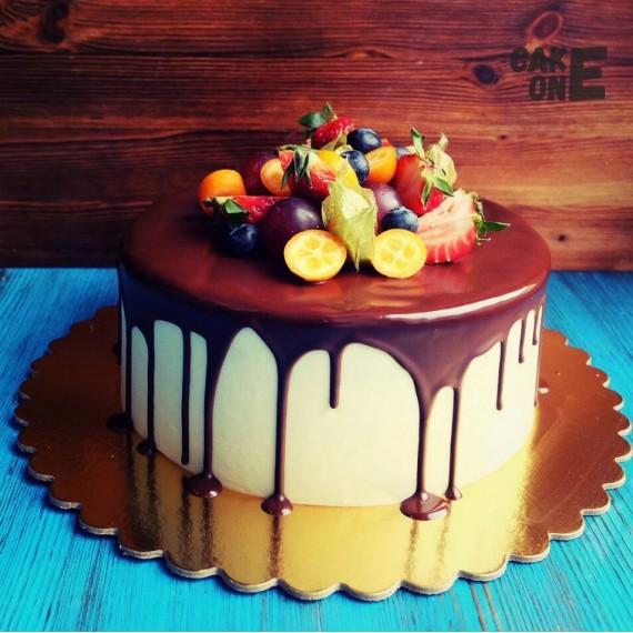 Кремовый торт с шоколадной глазурью