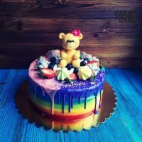 Разноцветный торт с медведем