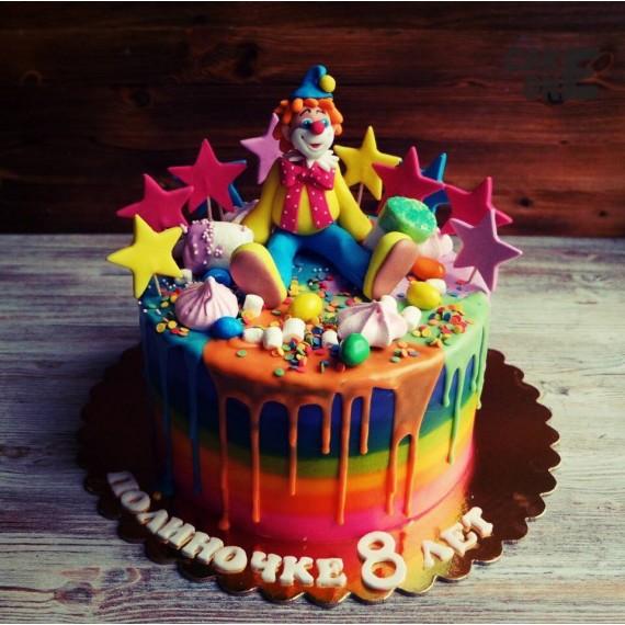 Торт-радуга с клоуном