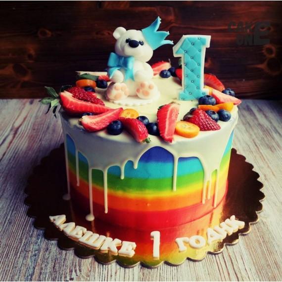 Торт-радуга с медведем на 1 год