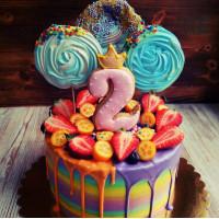 Разноцветный торт с большим зефиром