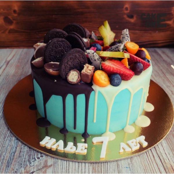 Голубой торт с двухцветной глазурью