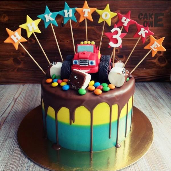 """Двухцветный торт с машинкой """"Вспыш"""""""