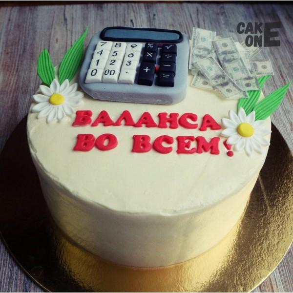 Торт с калькулятором и деньгами