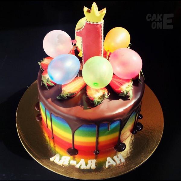 Торт-радуга на 1 год с воздушными шарами