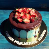 Голубой торт с шоколадной глазурью