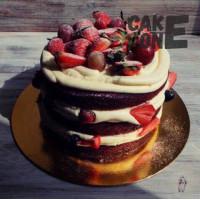 Бисквитный торт с ягодой