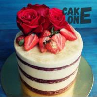 Бисквитный торт с красными розами