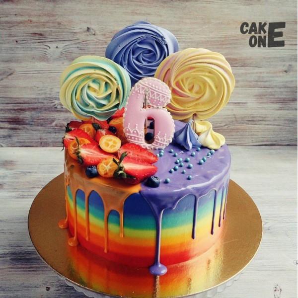 Торт-радуга с большим зефиром на 6 лет