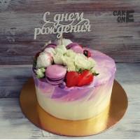 Сиреневый торт с розами и макарунами