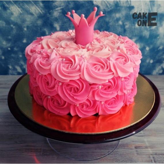 Торт с розовой короной и в розовых цветах