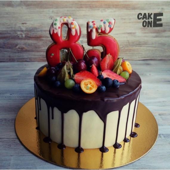 Торт с ягодой на 85 лет