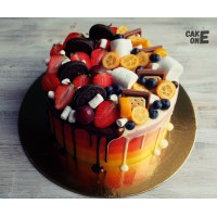 Градиентный торт с шоколадном и ягодой