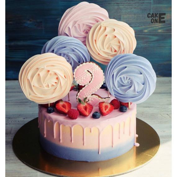 Цветной торт с большим зефиром