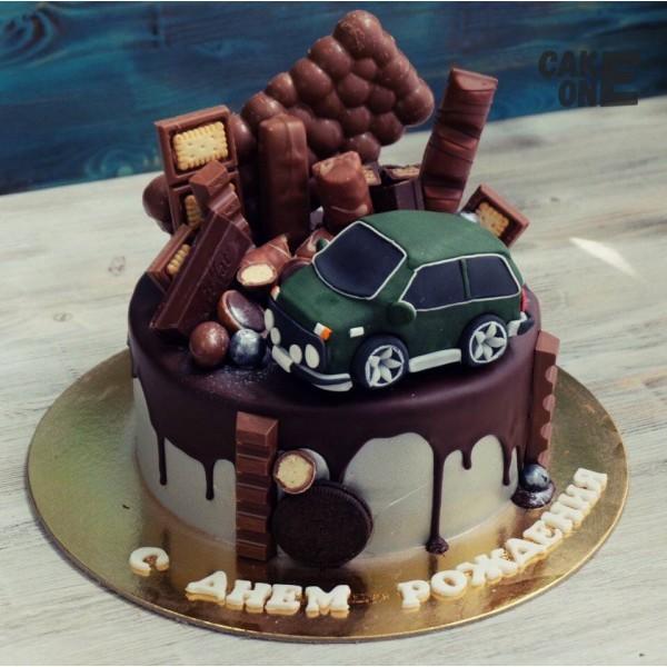 Торт с шоколадом и машинкой