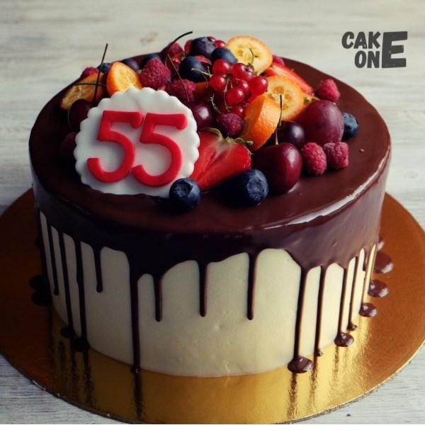 Торт с ягодой на 55 лет