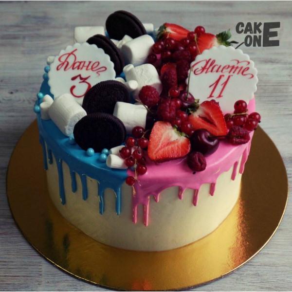 Торт с розово-голубой глазурью
