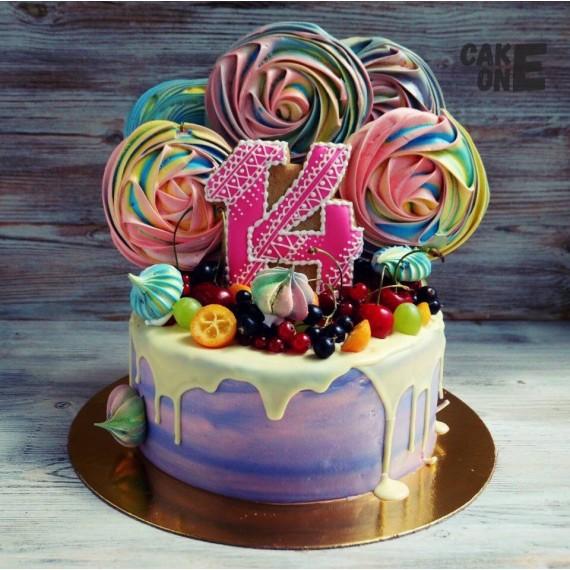 Сиреневый торт с разноцветным зефиром