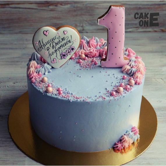 Голубой торт с белым сердечком на 1 год