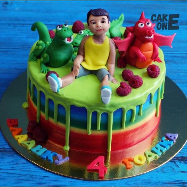 Торт-радуга с мальчиком и динозаврами