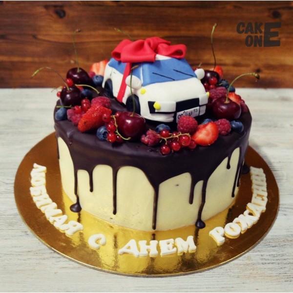 Торт с подарочной машинкой