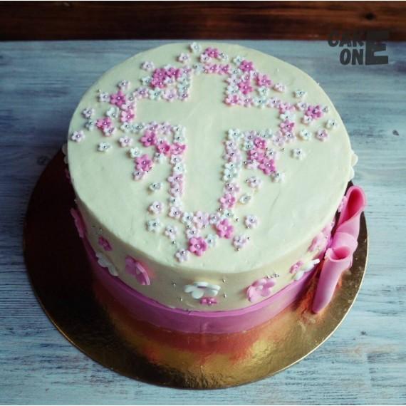 Торт с крестом из цветов