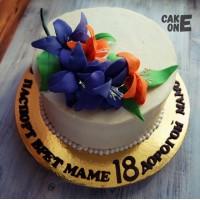 Белый торт с лилиями