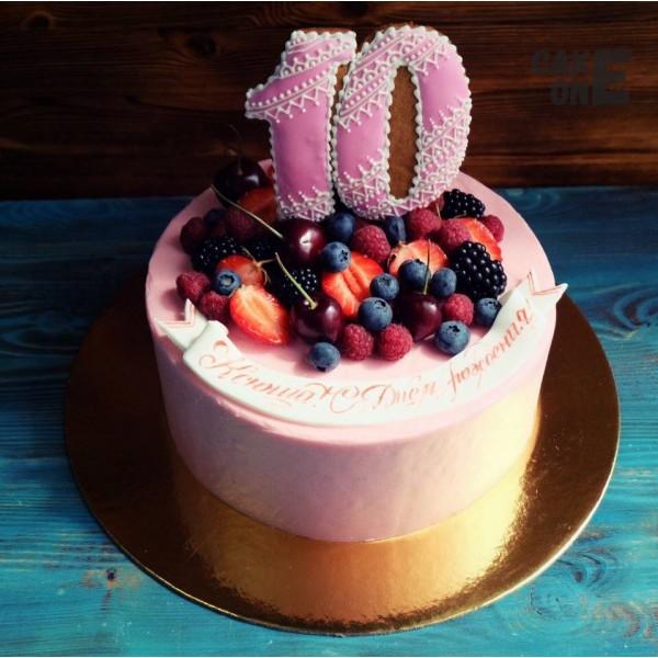 Торт с ягодой на 10 лет