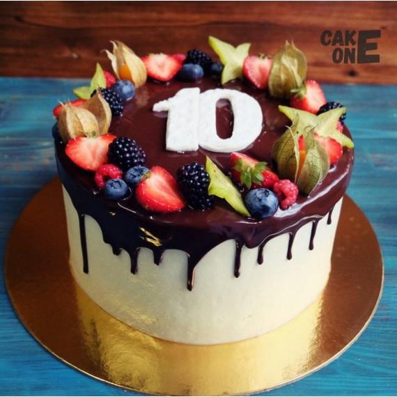 Торт с шоколадной глазурью на 10 лет