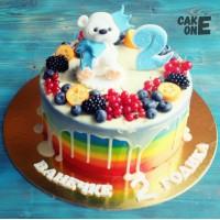 Торт-радуга на 2 года с медведем