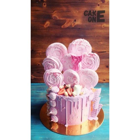Розовый торт с большим розовым зефиром